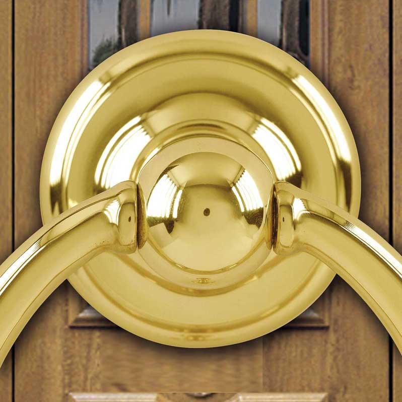 Holztür mit Klopfer
